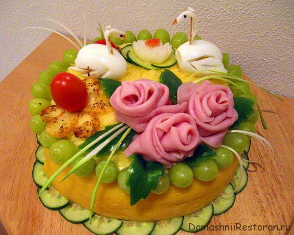 Пример украшения закусочного торта