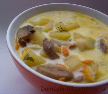 Суп картофельный с сушеными грибами и черносливом