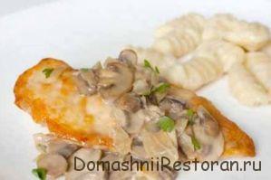 Суп из свежих грибов с мясом и манной крупой
