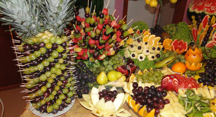 фруктовый букет для фуршетного стола