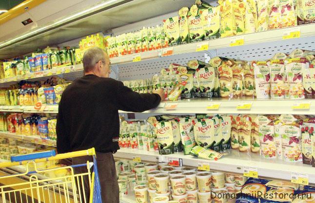 майонез на полках в супермаркете