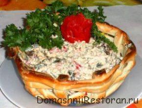 салат в корзинке из теста
