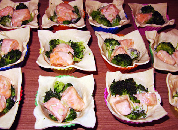 слоеные корзиночки с брокколи