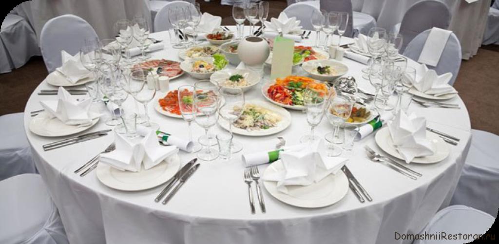 Сервировка официального обеденного стола