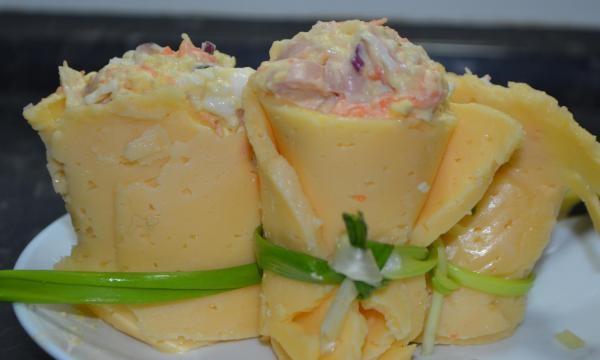 сырные стаканчики с салатом