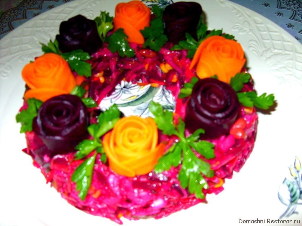 винегрет украшенный розами