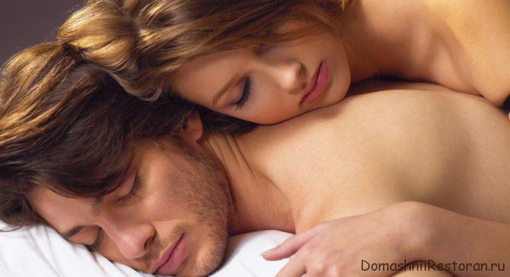 влюбленная пара в постели