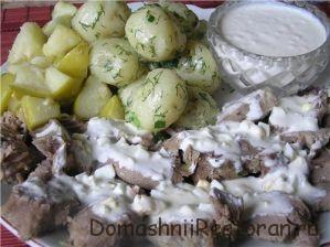 Говядина отварная с картофелем под соусом с укропом