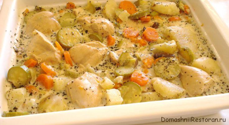 Курица с овощами в белом соусе