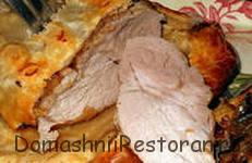 Свинина с луком, запеченная в тесте