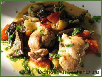 Цыпленок с баклажанами и помидорами