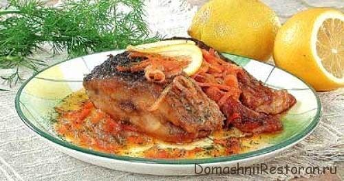 Филе судака в свекольном соусе