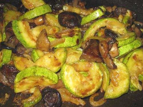 Кабачки жареные с грибами