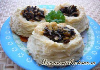 Картофельные гнездышки с грибной начинкой