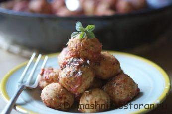 Легкие индюшиные шарики с острым томатным соусом