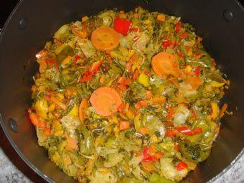 Перец, тушенный с овощной смесью