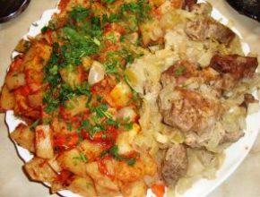 Шашлык с наивкуснейшей картошечкой, приготовленные в духовке