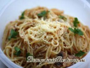 Спагетти с соусом из помидоров и анчоусов