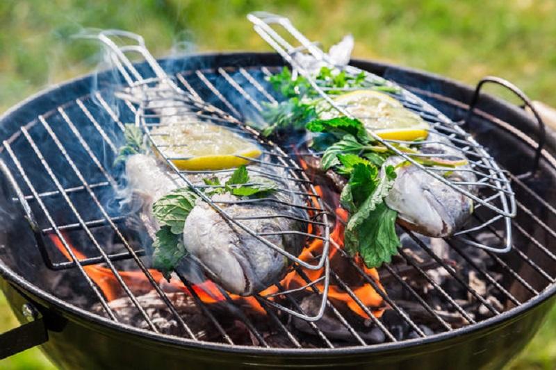Как жарить рыбу на костре