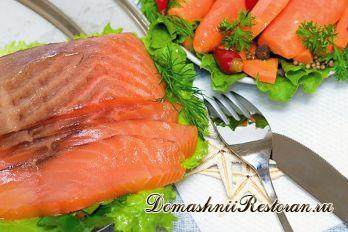 Горячая красная рыба в винном соусе