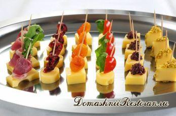 Канапе с сыром и фруктами