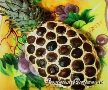 Салат «Ананас» с отварным языком и маринованными грибами