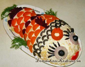 Салат «Рыбка под зонтиком» (2 варианта украшения салата)