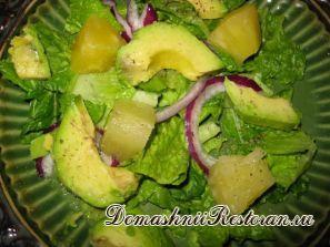 Салат из авокадо с ананасом