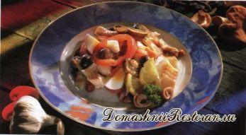 Салат из хрустящей капусты с копченой пикшей