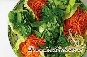 Салат из огурцов со шпинатом