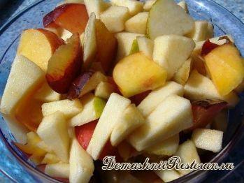 Салат из персиков и груш