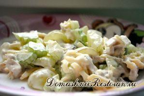 Салат с виноградом и сельдереем
