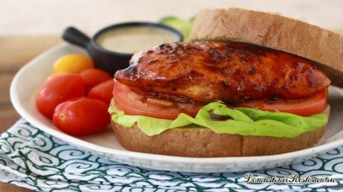 Сэндвич с куриной грудкой в меду