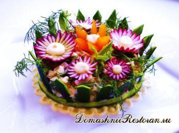 Украшение салата «Цветочная клумба»