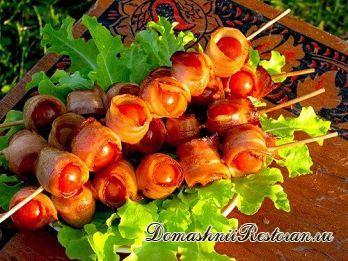 Закуска «Шашлычок из помидоров в беконе»