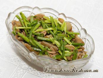 Зеленая стручковая фасоль с заправкой из арахиса