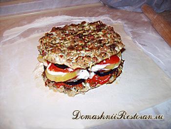 Горячий салат-запеканка в слоёном тесте «Корзина с цветами»