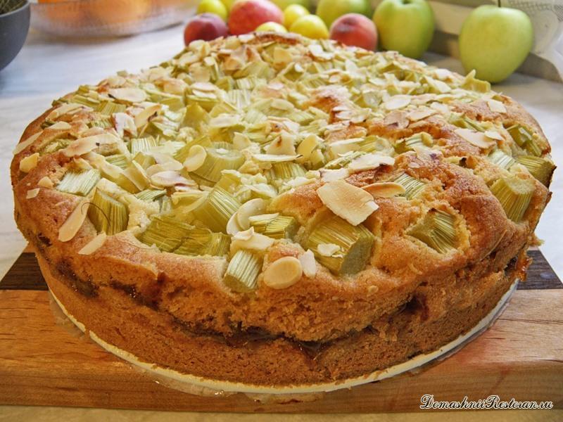 Открытый пирог с ревенем