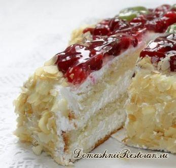 Торт бисквитный клюквенный