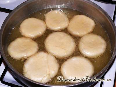 Быстрые жареные пирожки из теста на кефире и твороге