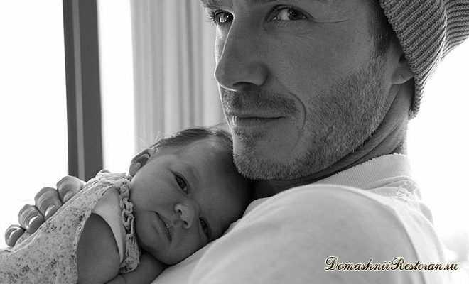 дочь на руках отца