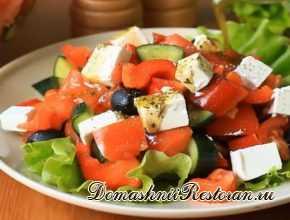 Греческий салат с брынзой по-домашнему