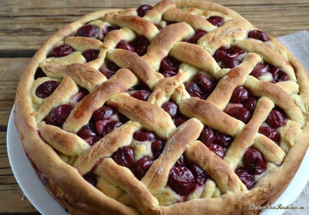 Пирог с вишней на кефире