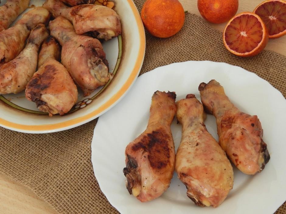 Куриные голени с апельсиновым соком и медом, запеченные в духовке
