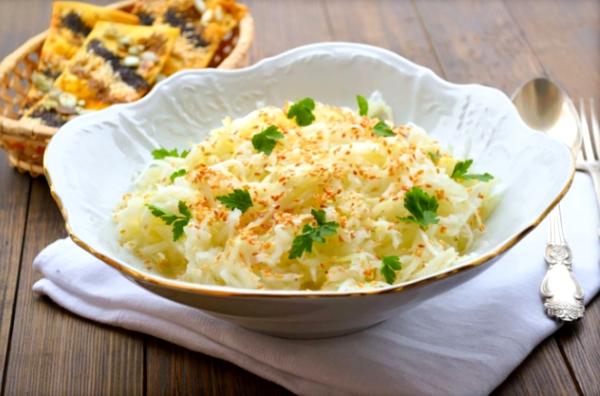 Постный салат из кольраби