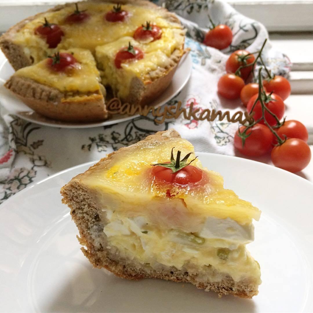Пирог с брынзой и томатами