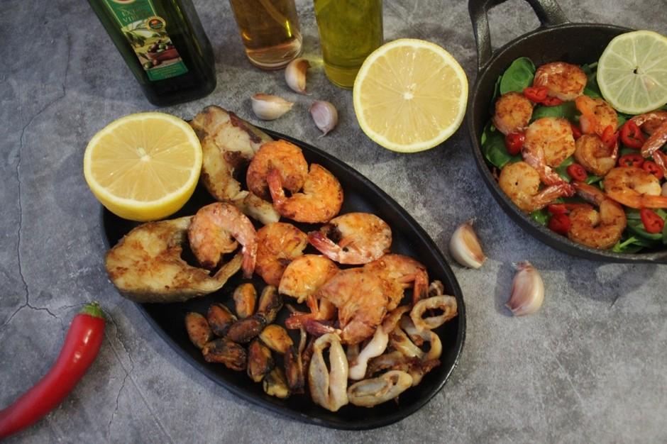 Стейки трески и морепродукты гриль