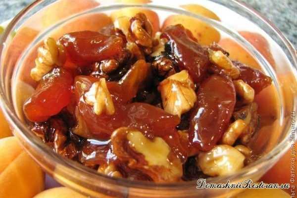 Абрикосовое варенье с грецкими орехами