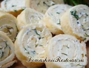 Яичный рулет с сырной начинкой