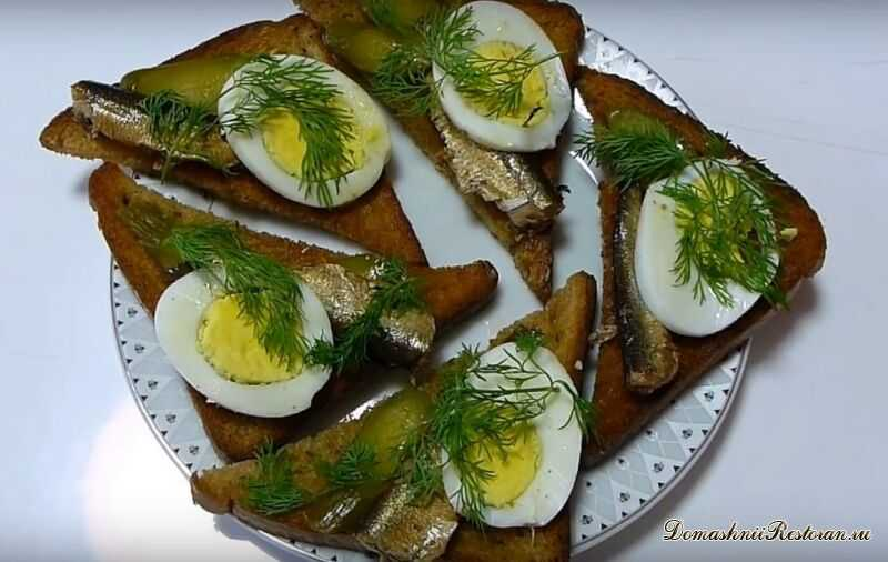Простой бутерброд со шпротами